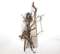 Holzsäule mit Edelstahlkugel, dekoriert mit Material aus der Natur, weiß gekalkt – Unikat!!  Höhe: ca. 30cm,   Preis: 30€ Material, Wood Columns, Nature, Animales