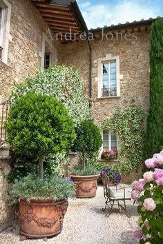 Awesome Mediterranean Garden Design Ideas For Your Backyard 04 Small Courtyard Gardens, Small Courtyards, Small Gardens, Outdoor Gardens, Tuscan Garden, Italian Garden, Garden Cottage, Italian Villa, Italian Courtyard