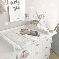 IKEA Hemnes Hack Changing Table Changing Table DIY Girl & # s Room Babyroom Girlsroom Muurstickers - BabyKamer Ikea Nursery, Ikea Bedroom, Baby Bedroom, Baby Boy Rooms, Baby Room Decor, Nursery Room, Nursery Ideas, Room Ideas, Diy Changing Table