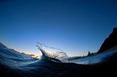 Salpicadura producida por las olas del mar en Oahu, Hawai · Revista National Geographic · Visiones de la tierra