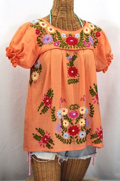 "Siren's Mexican Blouse ""La Mariposa Corta"" Hand-Embroidered Vintage-Style Peasant Top in orange cream with multi-color embroidery. Floral Embroidery Patterns, White Embroidery, Hand Embroidery, Peasant Blouse, Peasant Tops, Blouse Orange, Bohemian Look, Vintage Bohemian, Retro Vintage"