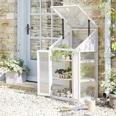 Small Garden Greenhouse, Greenhouse Shelves, Backyard Greenhouse, Greenhouse Plans, Backyard Patio, Backyard Ideas, Planting Raised Garden Beds, Garden Shed Interiors, Wooden Greenhouses