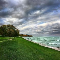 trying to make sense outa today October should be smooth autumn month with no clouds or rain warnings  hello did Chicago not get the seasons memo? #Chicago #Uptown #Pretty #Lakefront #Lakeshore #LakeMichigan #Stormy #Evening #Fall #Colors #ChoppyWater  #Crazy #Waves #October2016 #Autumn2016 #Fall2016 #HappyTuesday