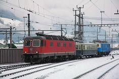 Re 6/6 11616 & Ce 2/4 727 & Fe 4/4 18518 (Foto: Patrice Airoldi) Swiss Railways, Electric Locomotive, Vehicles, Trains, Google Search, Photos, Faith, Model Train, Photo Illustration