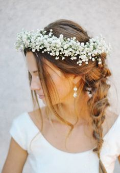 this braided wedding hair with babys breath is stunning!