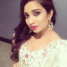 Beautiful Girl Photo, Beautiful Women, Shreya Ghoshal Hot, Sri Lanka Photography, Girl Photos, Selfies, Singers, Bollywood, Hoop Earrings