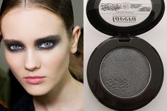 Idea make up per Halloween. Smokey grigio con ombretto minerale 07 Magic Grey Lavera.