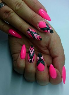 Fuchsia Maniküre: die originellsten Ideen auf dem Foto Fuchsia manicure: the most original ideas in the photo Colorful Nail Designs, Beautiful Nail Designs, Nail Art Designs, Nails Design, Neon Nails, Pink Nails, Cute Nails, Pretty Nails, Hair And Nails