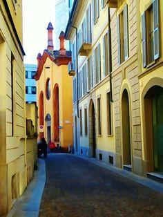 Che scorcio eh? Siamo a due passi da via Dante in pieno centro #milanodavedere Foto di Giovanni Castoldi Milano da Vedere