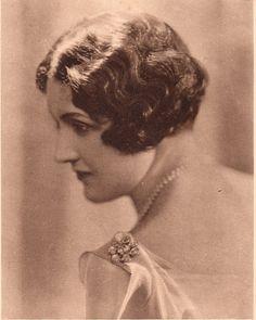 https://flic.kr/p/9TrWAr | Sybil Wise | 1920s actress. portrait for Amami shampoo