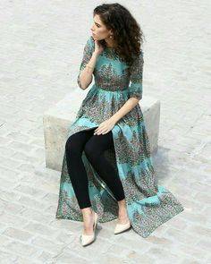 Gorgeous and green, this hand block printed cape comes with a boat neck and has been crafted in breathable cambric cotton. With the zipper on the side, it is sure to give you a great fit and can be your perfect pick for a lavish Sunday brunch. Pakistani Dresses, Indian Dresses, Indian Outfits, Kurta Designs, Blouse Designs, Indian Designer Outfits, Designer Dresses, Mode Hijab, Indian Attire