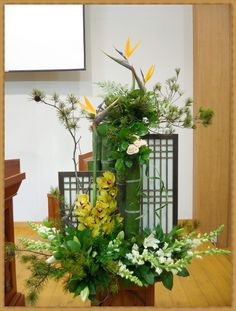 fa21tv.com bbs zboard.php?id=flower_ffc&page=1&sn1=&divpage=2&category=2&sn=off&ss=on&sc=on&select_arrange=hit&desc=desc&no=5569 Tropical Flower Arrangements, Flower Arrangement Designs, Ikebana Flower Arrangement, Church Flower Arrangements, Beautiful Flower Arrangements, Beautiful Flowers, Altar Flowers, Church Flowers, Japanese Flowers