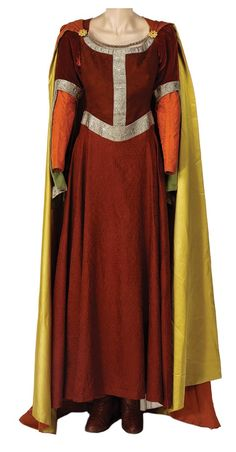 "Mother outfit with hooded cloak? Queen Lucy Pevensie's ""Hunting the White Stag"" outfit from ""The Chronicles of Narnia: The Lion, The Witch and The Wardrobe"" Medieval Costume, Medieval Dress, Medieval Fantasy, Narnia Lucy, Narnia Costumes, Stag Outfits, Lucy Pevensie, Lucy Dresses, Chronicles Of Narnia"