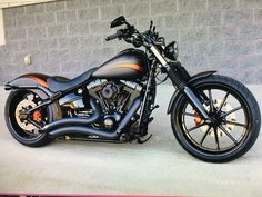 That's an awesome factory custom Softail!! With some very minimal tweaks here & there, & you'd have a really awesome ride!!! #harleydavidsonsoftail #harleydavidsonbaggercustom #harleydavidsonbaggerpaint