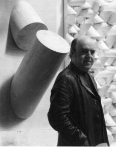 """Até o dia 31 de agosto o IAC, Instituto de Arte Contemporânea, recebe a exposição """"Sérgio Camargo: Construtor de Ideias"""", que reúne parte do arquivo documental e do acervo do escultor."""