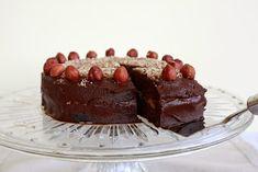 Pocak Panna : Törökmogyorós trüffel torta (paleo, vegán) Paleo, Tiramisu, Cukor, Cake Recipes, Cheesecake, Food And Drink, Pudding, Vegan, Ethnic Recipes