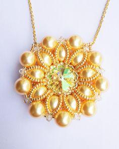 Pearl Flower Necklace gold di theZABETT su Etsy