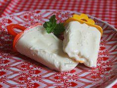 Picolé de Limão Cremoso. Receita que tem tudo a ver com verão (e calor). Mais detalhes em http://gordelicias.biz.