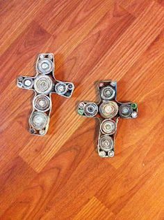 recycled magazine crosses Reduce Reuse Recycle, Upcycle, Magazine Cross, Best Romantic Comedies, Paper Art, Paper Crafts, Church Camp, Church Crafts, Xmas Ornaments