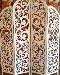 Cardboard Furniture, Diy Furniture, Home Confort, Karton Design, Wood Crafts, Diy And Crafts, Vitrine Vintage, Jaali Design, Cnc Cutting Design