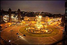 Plaça Espanya nocturn desde el centre comercial Las arenas.Spain Square at night from the mall Sands