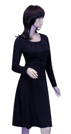 Das Kleid +Grace+, hier in nachtblau, gehört zweifellos zu den Kleidern, die jede Frau in Ihrem Kleiderschrank haben sollte. Das Highlight bei diesem Kleid ist das geraffte Mittelteil, dass eine...