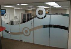 Vidrio de oficina decorado con vinilo Sandblast.