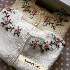 This Pin was discovered by HUZ Baby Boy Knitting Patterns, Baby Sweater Patterns, Crochet Vest Pattern, Knit Baby Sweaters, Knitting For Kids, Knit Patterns, Knit Crochet, Embroidery On Clothes, Rose Embroidery