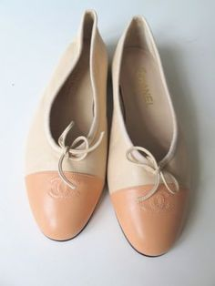 CHANEL Ballet flats with beautiful creamy apricot toes