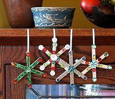 Enfeites natalinos com palitos de picolé pintados Confira o post: Seja um membro do nosso site; www.aartedeensinareaprend...