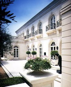 Exterior house design ideas architecture green life 18 Ideas for 2019 Style At Home, French Style Homes, Luxury Home Decor, Luxury Homes, Luxury Estate, Luxury Interior, Modern Interior, Balkon Design, Facade House