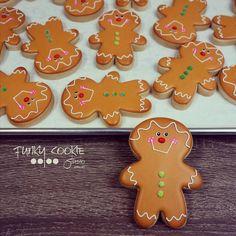 Run, run, run as fast as you can. You'll never catch me, I'm the gingerbread man! ... #funkycookiestudio #jillfcs #doorcounty #sisterbay #edibleart #cookieart #countrywalkshops #cookiesofinstagram #decoratedcookies #christmascookies #gingerbreadman #winterindoorcounty