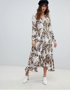 Shop Free People Tough Love floral shirt dress at ASOS. Order now with multiple payment and delivery options, including free and unlimited next day delivery (Ts&Cs apply). Floral Shirt Dress, Smock Dress, Wrap Dress, Frock And Frill, Casual Dresses, Summer Dresses, Chelsea Flower Show, Going Out Dresses, Bell Sleeve Dress