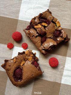 Brownie con choco blanco y frambuesas