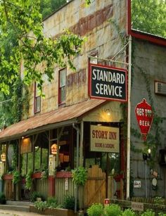 Story Inn Dining & Lodging Nashville Indiana - notice the old gas pumps in front - click pic for history info