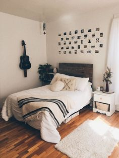 50 Awesome Bohemian Master Bedroom Design Ideas - Lilly is Love Room, Bedroom Design, House Rooms, Room Inspiration, Small Room Bedroom, Minimalist Bedroom, Stylish Bedroom Design, Small Bedroom, Dream Rooms