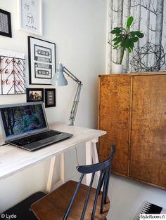 työhuone,liinavaatekaappi,viherkasvit,fanett,tietokonepöytä