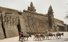 What do you know about ancient Mali? Can you name 5 facts? The Mali Empire flourished in West Africa from 1230 to about Get the top facts! Mansa Musa a. Timbuktu Mali, Les Continents, Vernacular Architecture, Tulum, Brick Building, African History, African Culture, East Africa, North Africa