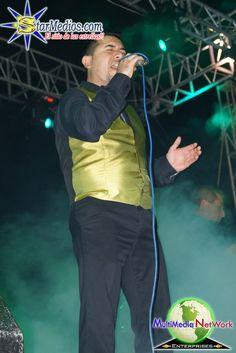 Vocalista de Chicapalá interpretando los mejores éxitos de esta agrupación. Contrata a los teléfonos 01 246 144 0320 // 01 246 166 0040 // 045 222 201 6664 // 01 556 756 5537 // 045 246 146 6305 // 045 222 842 4706 // 01 246 168 1333 // 01 246 144 4665 o envía nos un mail a contratagrupos@hotmail.com