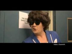 Alan Carr pretends to be Harry Styles for sketch! hahahahahahahah