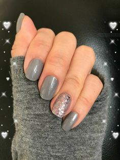Amazing DIY gray nails with a sparkle accent! Grab Color Street for a mixed manicure in minutes!Amazing DIY gray nails with a sparkle accent! Grab Color Street for a mixed manicure in minutes! No Chip Manicure, No Chip Nails, Nail Manicure, Toe Nails, Nail Polish, Grey Nail Art, Gray Nails, Grey Nail Designs, Simple Nail Designs