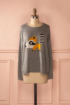 Comment ne pas être charmé par un raton amical ? How not to be charmed by a friendly racoon? Grey racoon sweater www.1861.ca
