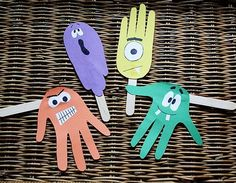 Handprint Puppets! Another great way to put on a silly play. http://www.rewards4mom.com/silly-crafts-delight-kids/