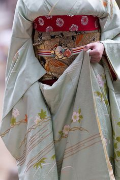 Obidome (called pocchiri in the Kyoto language) of the maiko Fukutomo of Miyagawacho. It's the most expensive part of a maiko outfit. This one is made with jade, cooper and amethyst. It's made to look...