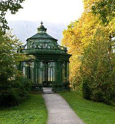 Music pavilion in Linderhof park Garden Pavilion, Palace Garden, Linderhof Palace, Art Nouveau, Gazebo, Pergola, Germany Castles, Property Design, Shed Homes