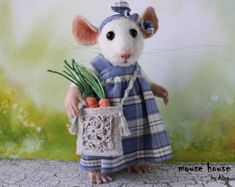 Mouse with Carrot, Needle Felted Mouse, Soft Sculpture, Souvenir Interior Doll, Eco Toy, Art Doll, Felted Animal