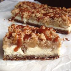 Cheesecake s jablky a slaným karamelem