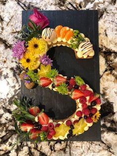 Cake Orange Fruit 55 Ideas For 2019 Fruit Flowers, Edible Flowers, Cake Cookies, Cupcake Cakes, Cupcakes, Cake Decorated With Fruit, Nake Cake, Alphabet Cake, Cake Lettering