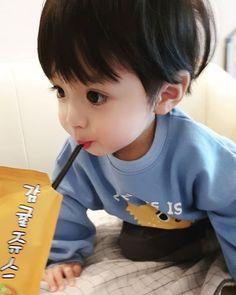 Beautiful Children Boy Animals 54 Ideas For 2019 Cute Baby Boy, Cute Little Baby, Little Babies, Cute Boys, Kids Boys, Baby Kids, Cute Asian Babies, Korean Babies, Asian Kids