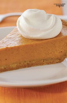 A graham crumb crust adds a twist to this classic Thanksgiving dessert. Cooking Pumpkin, Pumpkin Pie Recipes, Yummy Appetizers, Delicious Desserts, Fudge, Baking Recipes, Dessert Recipes, Best Thanksgiving Recipes, Thanksgiving Menu